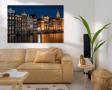 Amsterdamer Häuser in den Niederlanden bei Nacht von Nisangha Masselink