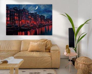 Stadsgezicht van Amsterdam met halve maan in Nederland van Nisangha Masselink