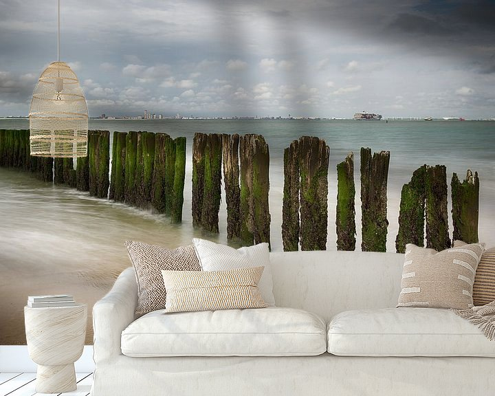 Sfeerimpressie behang: Zeezicht Zeeland van Mark Bolijn
