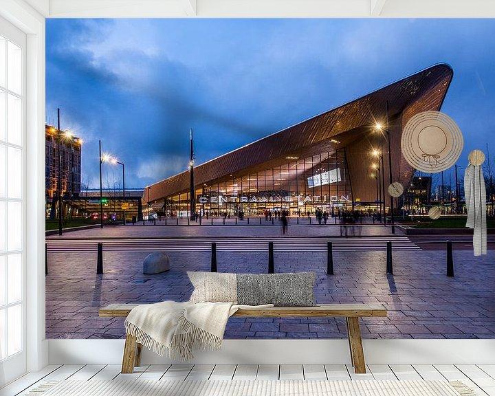 Sfeerimpressie behang: Rotterdam CS in de avond van Ton de Koning