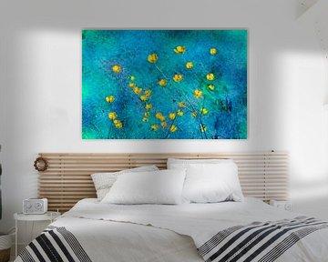 Butterblumen auf blauem Hintergrund von Corinne Welp