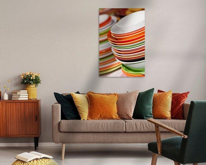 Sfeerimpressie: Opgestapeld gerechten in wit, oranje en groen van Tony Vingerhoets