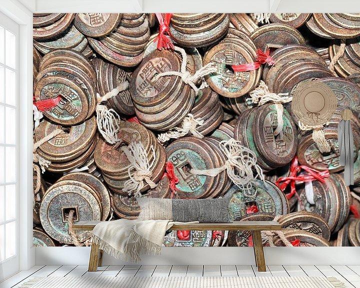 Sfeerimpressie behang: Gebonden antieke Chinese muntstukken op een Chinese rommelmarkt van Tony Vingerhoets
