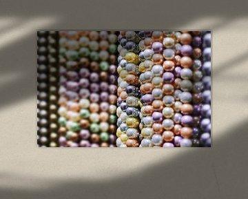 close-up van de snaren met stijlvolle soft-tone kralen van Tony Vingerhoets