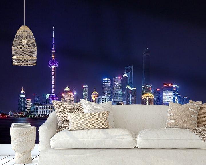 Impression: Vue de nuit sur Shanghai horizon des gratte-ciel lumineux sur Tony Vingerhoets