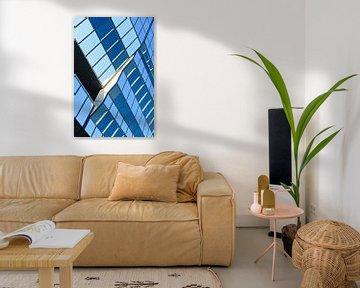 Glasoberfläche mit geometrischen Mustern eines Firmengebäudes von Tony Vingerhoets