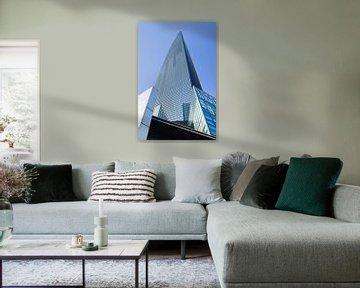 Shanghai World Financial Center tegen een blauwe hemel van Tony Vingerhoets