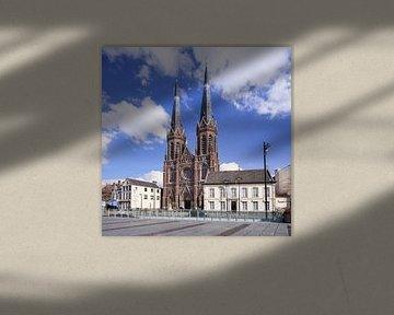 Église Saint-Joseph à Tilburg contre un ciel bleu sur Tony Vingerhoets
