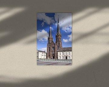 Saint Joseph kerk in Tilburg tegen een blauwe hemel van Tony Vingerhoets