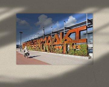 objet d'art appelé Rusty typographic Whine mur à Tilburg sur Tony Vingerhoets