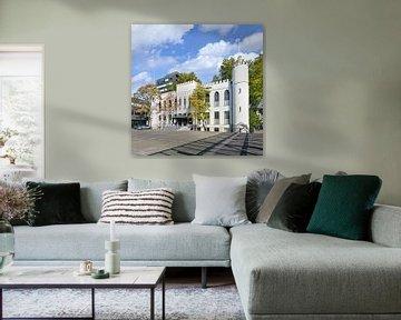La Mairie de Tilburg sur une journée ensoleillée avec un ciel bleu sur Tony Vingerhoets