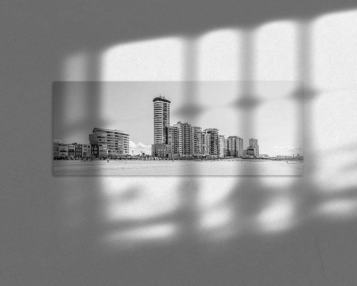 Sfeerimpressie: Skyline, boulevard en badstrand van Vlissingen (panorama, zwart-wit) van Fotografie Jeronimo