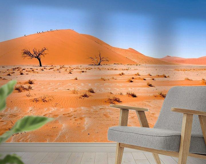 Sfeerimpressie behang: Landschap Namibie, Afrika, Sossusvlie, Woestijn, Kleur, Oranje van Liesbeth Govers voor omdewest.com