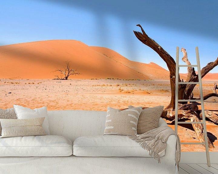 Sfeerimpressie behang: Landschap Namibië, Sossusvlei, Desert van Liesbeth Govers voor omdewest.com