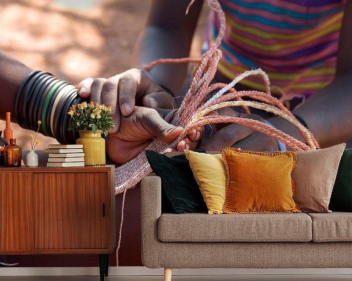 Sfeerimpressie behang: Himba Namibië van Liesbeth Govers voor omdewest.com