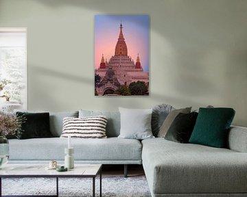 Ananda-Tempel in Bagan, Myanmar bei Sonnenuntergang von Nisangha Masselink