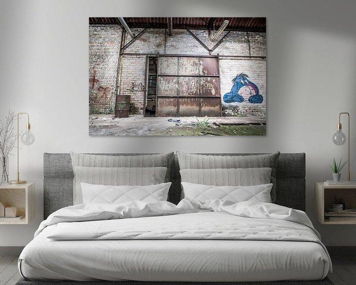 Beispiel: Tor mit Eeyore in verlassener Fabrikhalle, Belgien von Art By Dominic