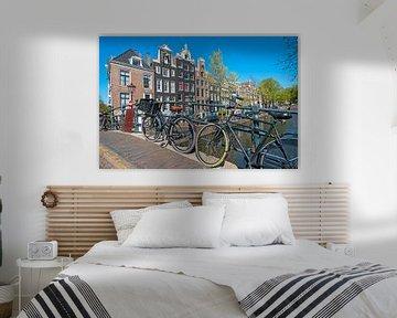 Radfahren auf den Grachten in Amsterdam von Nisangha Masselink