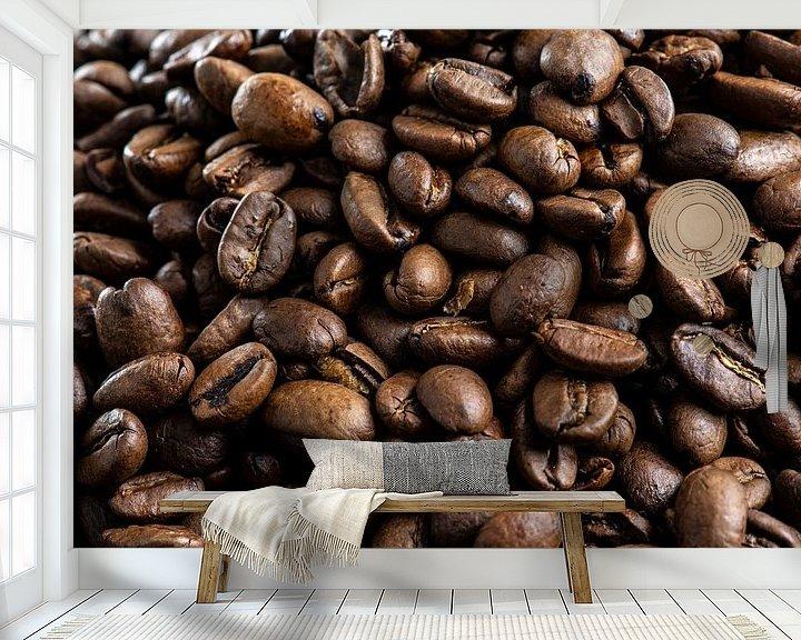 Sfeerimpressie behang: Koffiebonen close-up van Ton de Koning