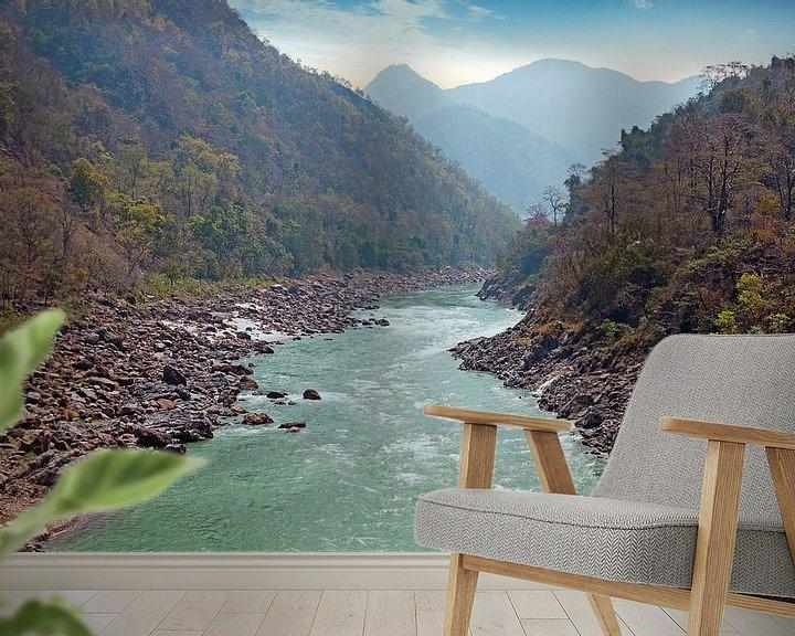 Sfeerimpressie behang: De heilige rivier Ganges in India bij Laxman Jhula van Nisangha Masselink