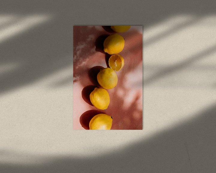 Beispiel: Sommerszene, gelbe Zitronen auf rosa Hintergrund von Yvette Baur
