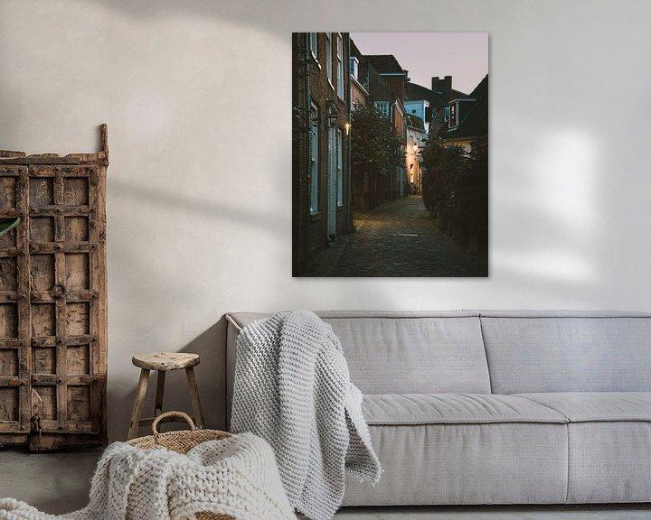 Sfeerimpressie: Straatje in de Amersfoortse Muurhuizen aan het begin van de avond van Michiel Dros
