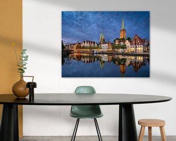 Oude binnenstad van Lübeck bij nacht van Michael Abid