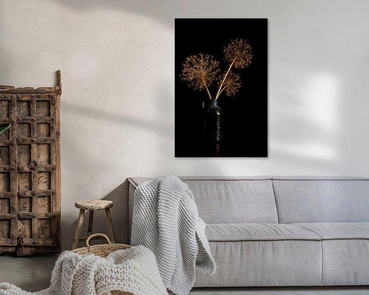 Sfeerimpressie: stil leven met gedroogde bloemen van uienbollen van Compuinfoto .