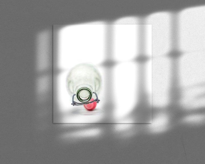 Sfeerimpressie: Leeg..... (vierkant, fles, wit, minimal) van Bob Daalder