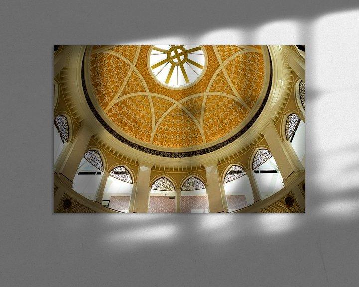 Sfeerimpressie: Witte oosterse architectuur in de mall of dubai. van Karijn   Fine art Natuur en Reis Fotografie