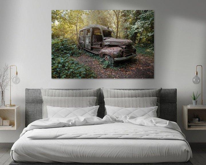 Beispiel: verlassener Krankenwagen im Wald von Kristof Ven