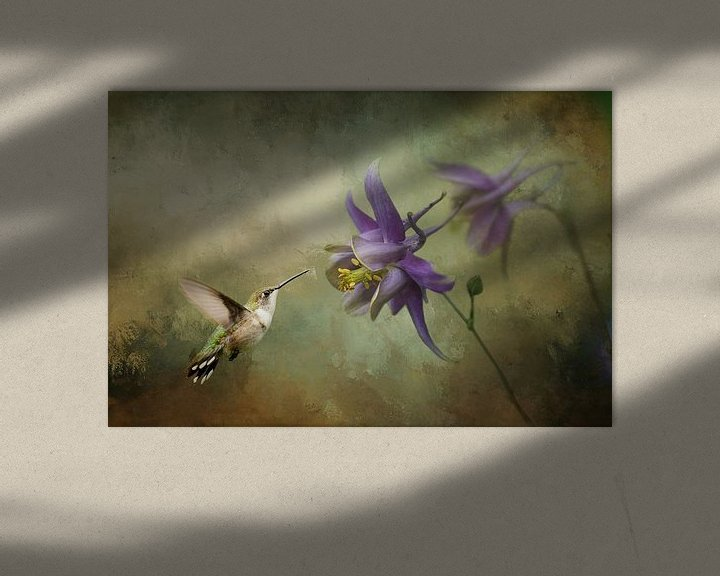 Beispiel: Kolibri mit violetter Blüte und grünem Hintergrund von Diana van Tankeren