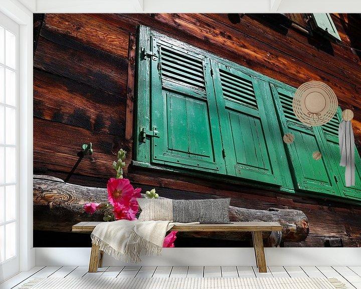 Sfeerimpressie behang: groene raamluiken van Marieke Funke