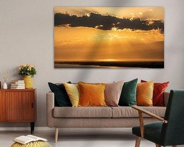 Het meer Issyk Kul met zonsondergang van Daan Kloeg