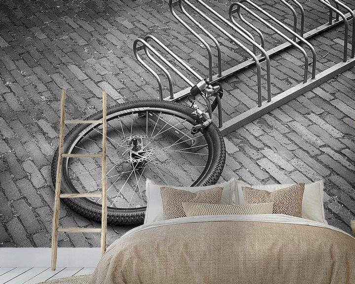 Sfeerimpressie behang: Gestolen fiets van Mark Bolijn
