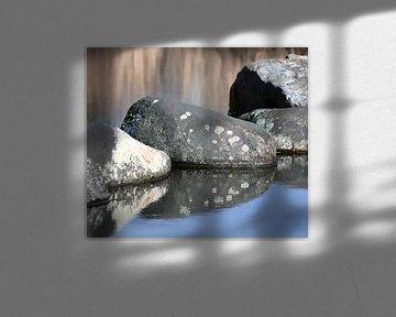 Landschaft mit Steinen im Wasser von Mieneke Andeweg-van Rijn