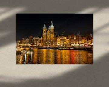 Die nächtliche Kirche St. Niklaas in Amsterdam von Nisangha Masselink