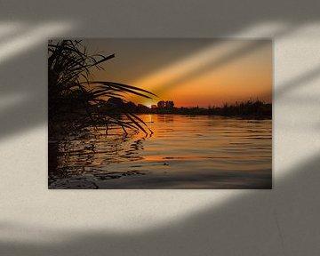 Sonnenuntergang auf dem Wasser von Gert-Jan Kamans