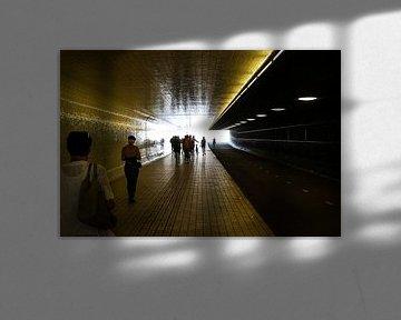 tunnel centraal station amsterdam van Frans Versteden