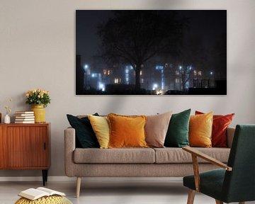 Appartementen in de mist van Wouter Bos