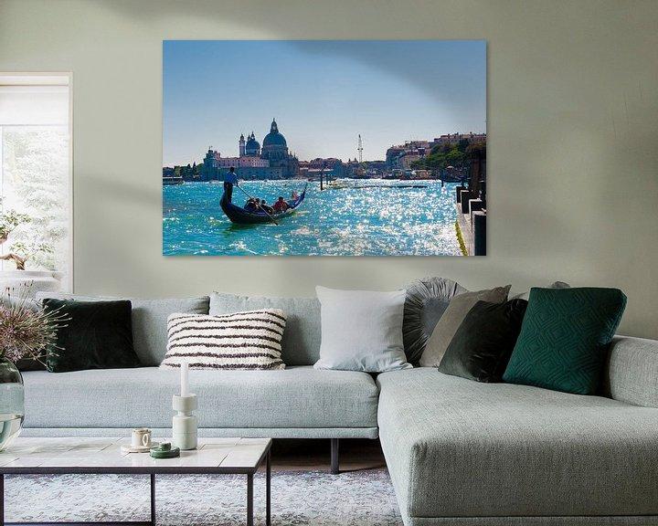 Sfeerimpressie: view of the Canals in Venice Italy van Brian Morgan