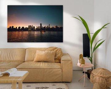 Skyline de New York la nuit | Coucher de soleil coloré dans le paysage urbain de New York | Voyage p sur Ilse Stronks | Lines and light inspired travel photography