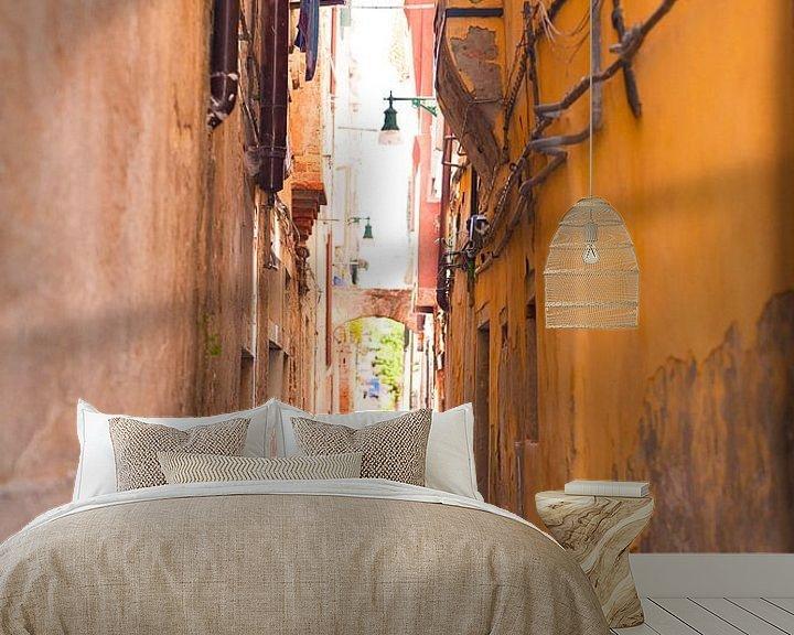 Sfeerimpressie behang: Shopping in Venice Italy van Brian Morgan