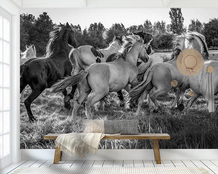 Sfeerimpressie behang: Horsepower van Natasja Claessens