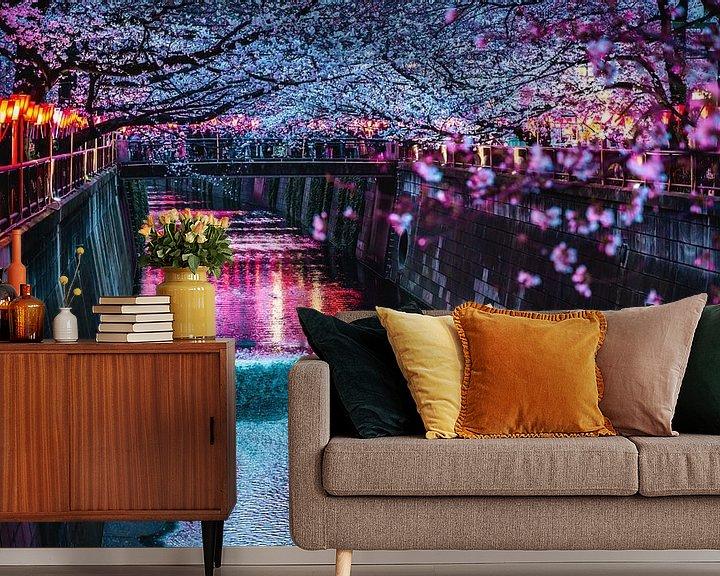 Sfeerimpressie behang: Meguro river met kersenbloesems in Tokyo van Mickéle Godderis
