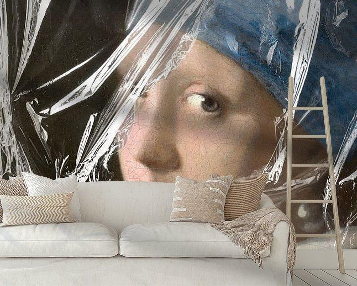 Sfeerimpressie behang: Meisje met de Parel – Almost Unwrapped van Marja van den Hurk