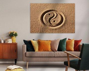 Yin and Yang in zand van Henny Hagenaars