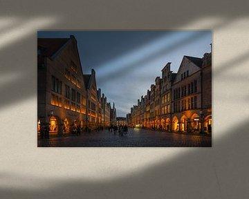 Münster, Prinzipalmarkt, Münster's gute Stube zur blauen Stunde, kurz nach Sonnenuntergang. von wunderbare Erde