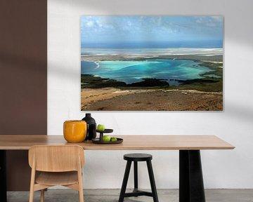 Bonaire van bovenaf, de baai van Sorobon. van Silvia Weenink