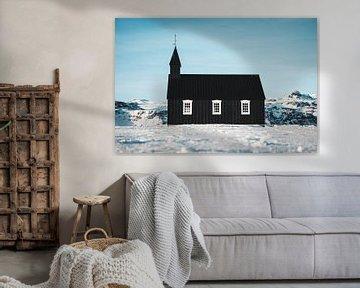 Schwarze Kirche in Island von Prints by Abigail Van Kooten